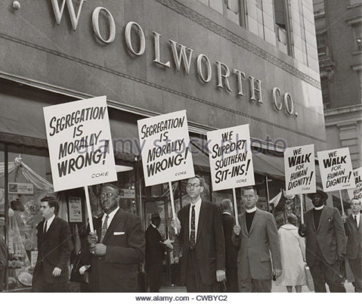 ministers-picket-fw-woolworth-store-in-new-york-city-on-april-14-1960-cwbyc2